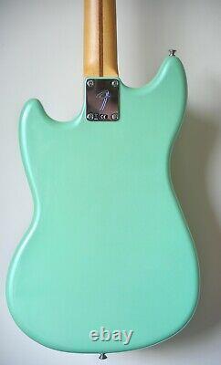 Fender Mustang Basse Pj. Rare Édition Très Limitée En Perle De Surf. Non Utilisé Et Menthe