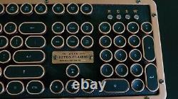Très Rare Azio Retro Classic Bt Keyboard & Wrist Rest Artisan Founder's Edition